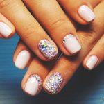 Нежный маникюр на коротких ногтях: великолепные фото 40-14-150x150