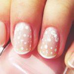 Нежный маникюр на коротких ногтях: великолепные фото 40-16-150x150