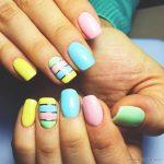 Красивый маникюр на короткие ногти: яркие фото 48-17-150x150